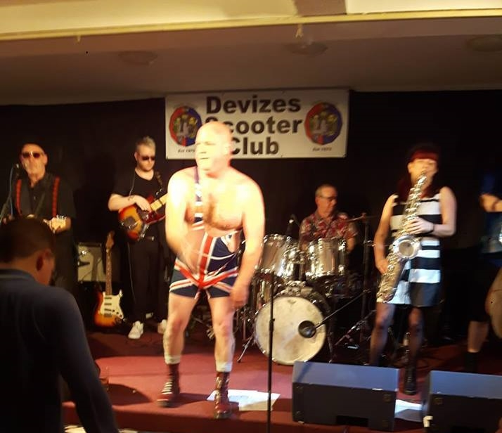 Scooter Club's Special Brew do Smashed the Tribute ActDilemma