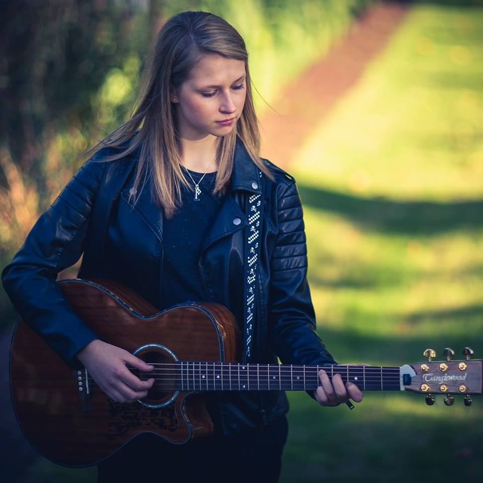 Teenage Country Sensation Emily Lockett coming to Devizes
