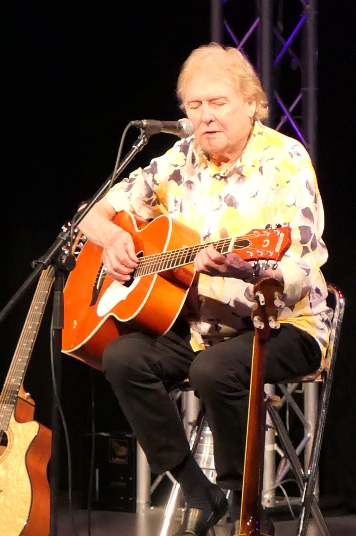 REVIEW –Acoustic Strawbs – 8th June @ Assembly Hall,Melksham